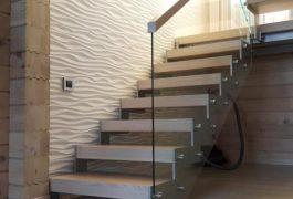 Лестница с ограждением из оргстекла