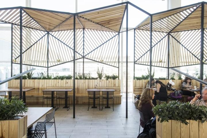 Интерьер ресторана Dehesa Santa Maria в аэропорту Барселоны от студии дизайна Dear Design